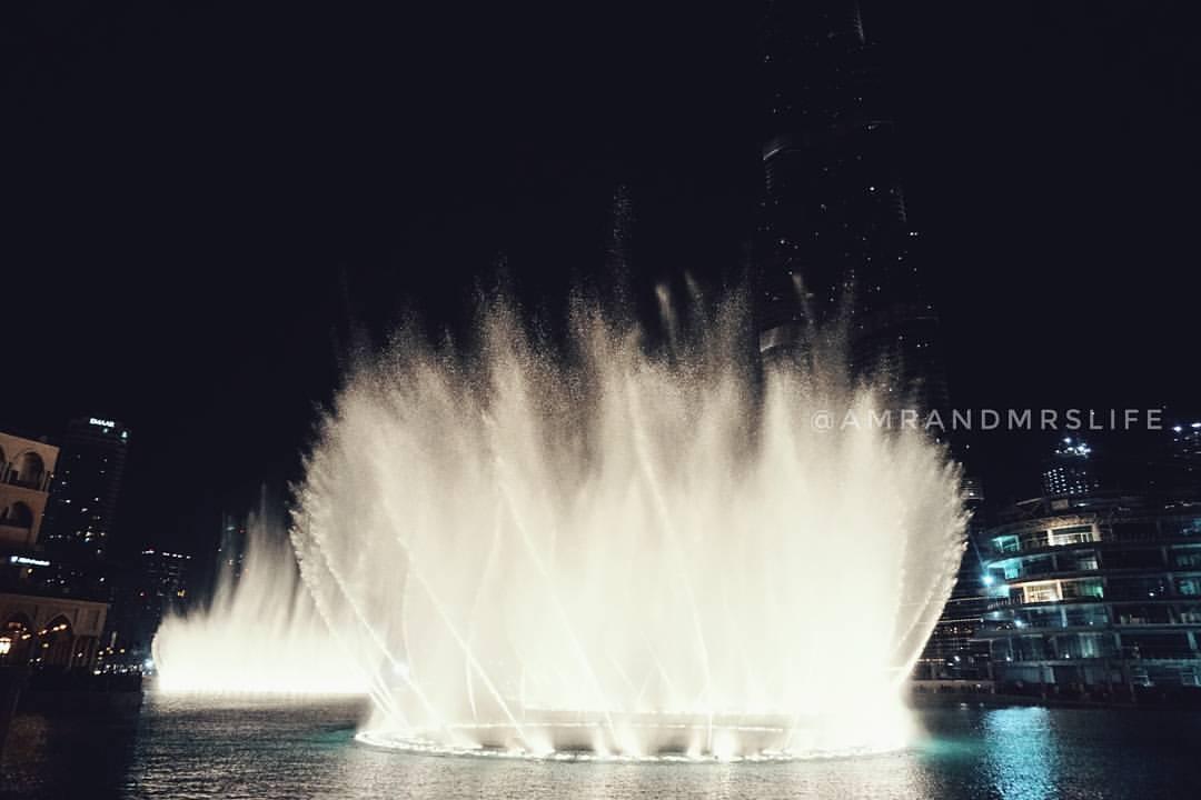 Aaaxing water fountain. Dubia shopping mall